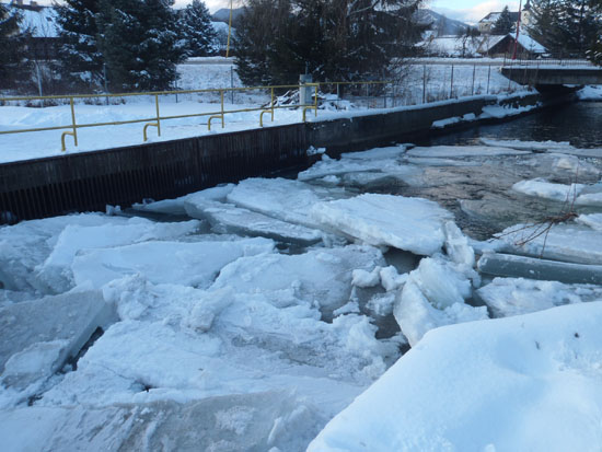 Ľadové kryhy na hati v Lopeji – foto archív energetiky