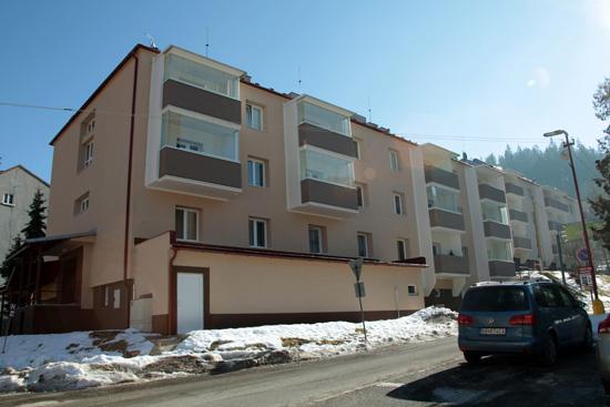3/c Pohľad na bytovku ŽP a.s. objektívom I. Kardhordovej