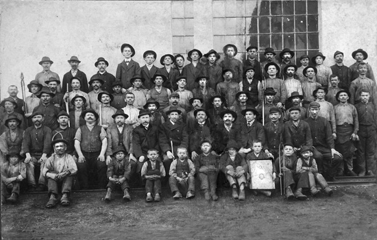 Na konci devätnásteho storočia boli deti od dvanásť rokov zaškoľované formou technického minima. Foto: archív redakcie