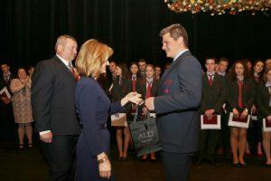 Najlepší študent Jozef Jančiar zo SSOŠH ŽP zísal šperk od firmy ALO DIAMONDS