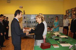 Úspešným absolventom zablahoželala členka predstavenstva apersonálna riaditeľka M. Niklová.