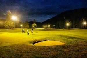 NOČNÝ GOLF na 9-jamkovej golfovej akadémii LITTLE BEAR