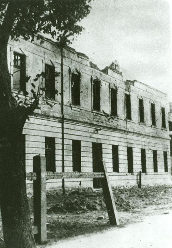 Teoretické vyučovanie bolo vMeštianskej škole vPodbrezovej.