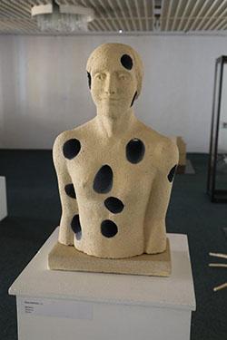... a vystavené ako súčasť prezentácie prác Keramického sympózia.