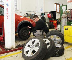Výmena pneumatík je dnes prioritou.
