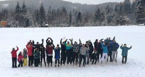 Na lyžiarskom výcviku na Táľoch sa žiaci zdokonaľovali nielen vlyžovaní, ale aj vsnoubordingu.