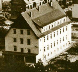 Archívny pohľad na robotnícky internát