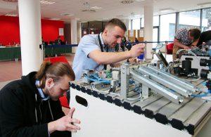 Naša škola pripravuje študentov na súťaž v zameraní na oblasť mechaniky amechatroniky.
