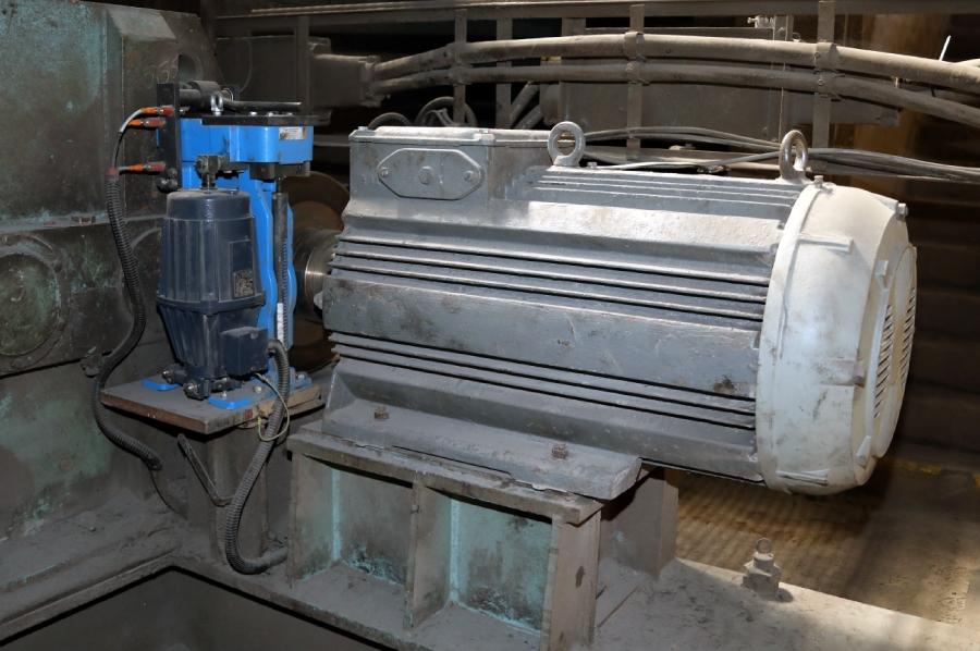 Čeľusťová brzda na pohode chladníka v oceliarni v Železiarniach Podbrezová