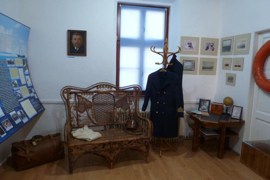 Výstava v Podpolianskom múzeu - prvý slvenský námorný kapitán Júliu Thuzro