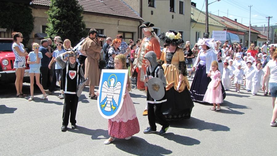 Tradičný sprievod obcou pri príležitosti Turičného jarmoku v Lupči.