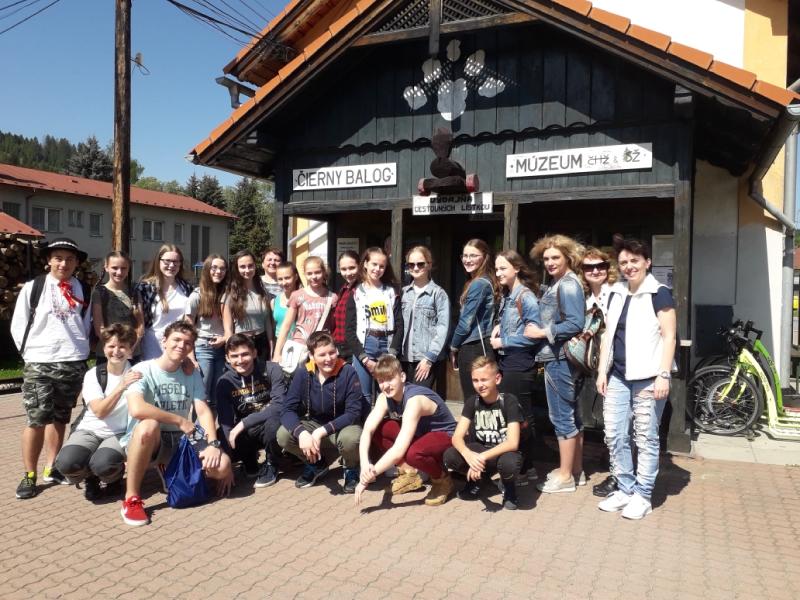 Žiaci ôsmeho ročníka s novými kamarátmi z Ruska