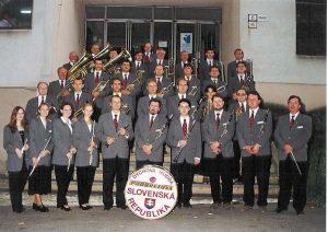 Orchester pod vedením P. Šianského v roku 2000. Foto: archív Dychovej hudby ŽP