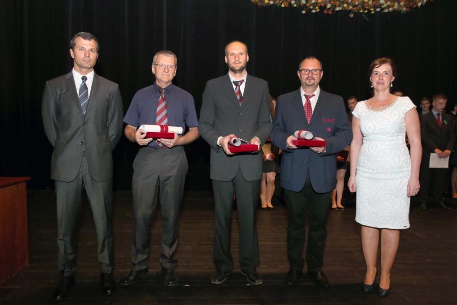 Ocenenie pre najlepší pedagógov odovzdával V. Soták ml., a M. Pindiaková