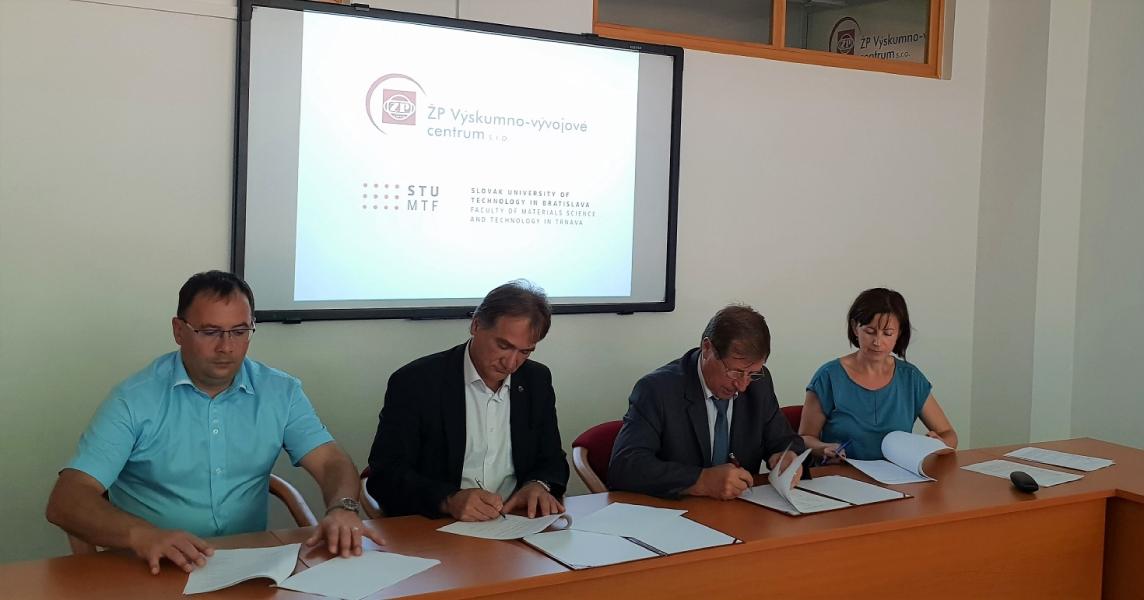 Podpis zmluvy - združenie OPTECHFORM