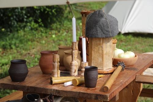 tradičná stredoveká výbava kuchyne na Dončovom sneme na hrade Ľupča