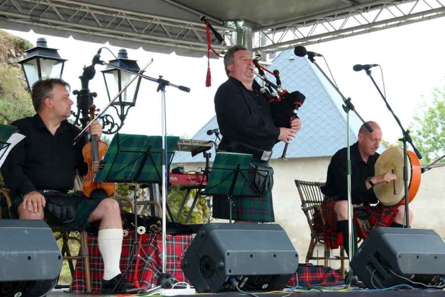 Vystúpenie škótskej kapely Reivers Quartet na hrade Ľupča.