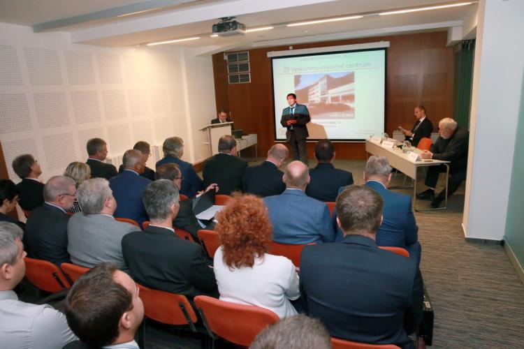 Prof. Ing. Ľudovít Parilák, CSc., riaditeľ ŽP VVC počas úvodného príhovoru.