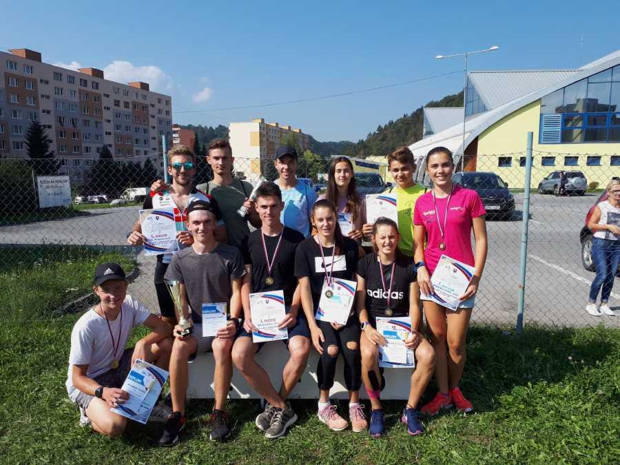 Úspešní medailisti zo súkromných škôl ŽP  z okresného kola v cezpoľnom behu