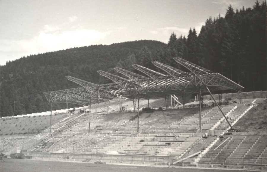 Výstavba hlavnej tribúny na štadióne v roku 1959. Foto: archív redakcie