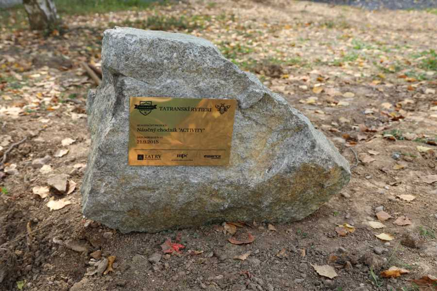 Základný kameň náučného chodníka v areáli skôl ŽP
