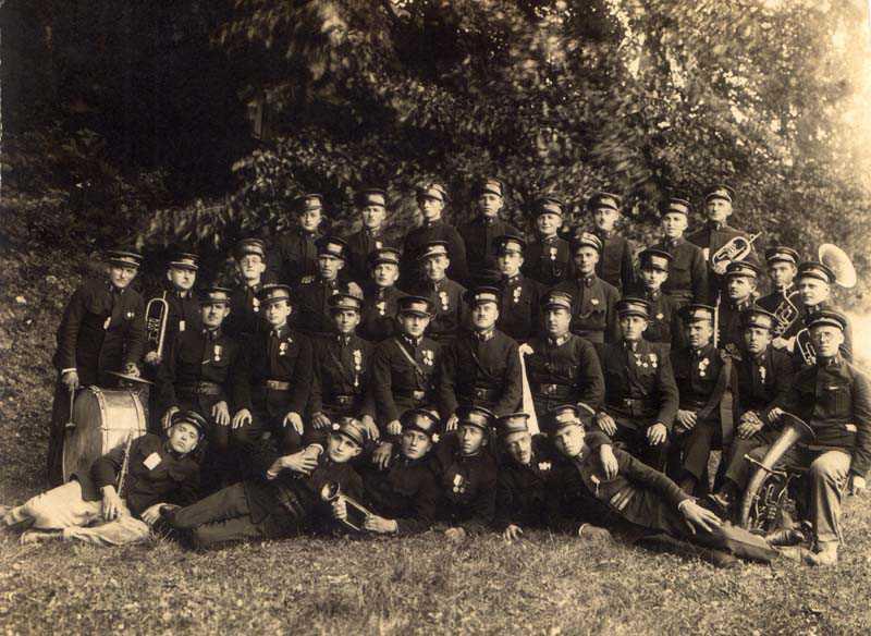 Hudba v uniformách začiatkom 20. storočia. Foto: archív redakcie