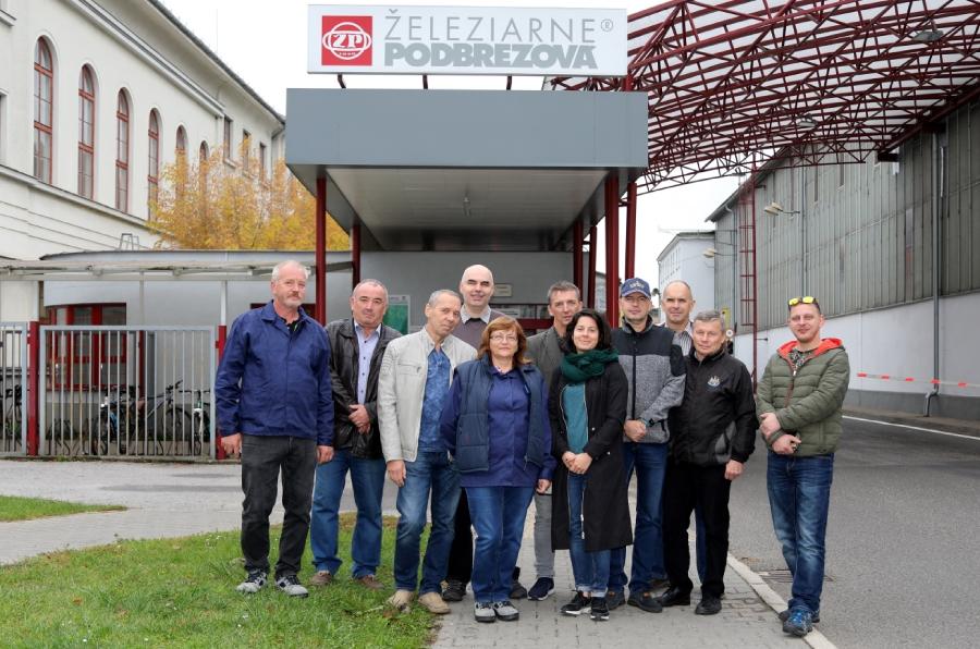 Komisia BOZP Rady OZ KOVO pred bránou starého závodu