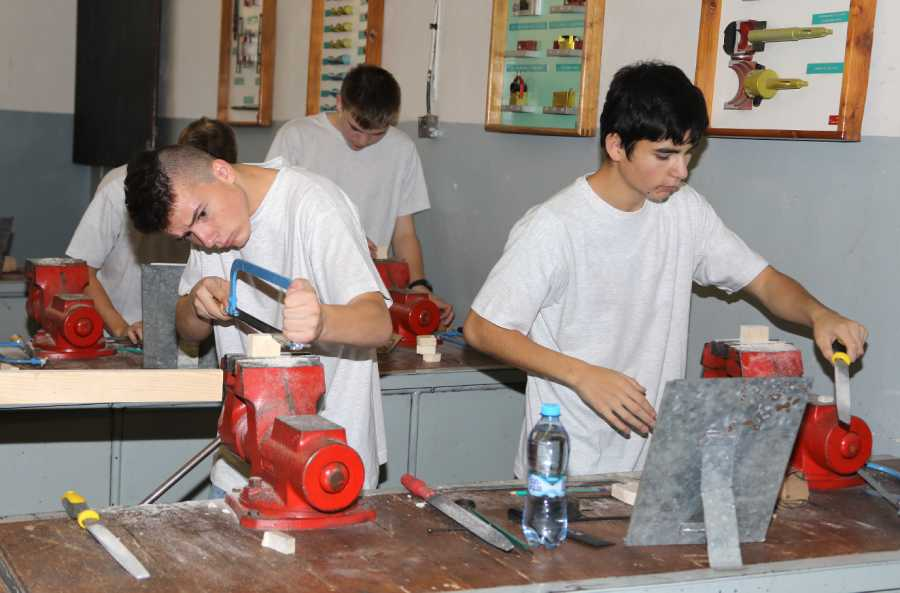 Súťažiaci v plnom nasadení počas svojej práce. Foto: I. Kardhordová