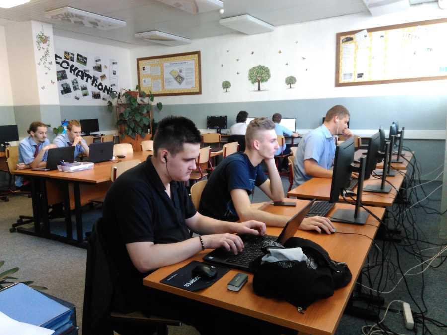 Súťaže Zenit v programovaní a počítačovej grafike sa zúčastnili aj naši žiaci