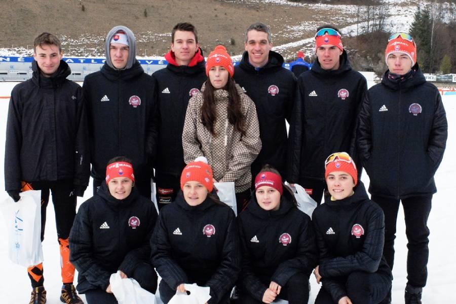 Biatlonový oddiel ŠK Železiarne s trénerom Petrom Kazárom. Foto: Biatlon-Info.sk