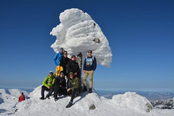 Účastníci výstupu na vrchole Ďumbiera