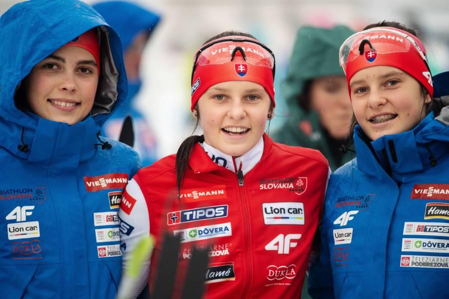 Ema Kapustová a sestry Remeňové počas svetového šampionátu v Osrblí. Foto: Igor Stančík