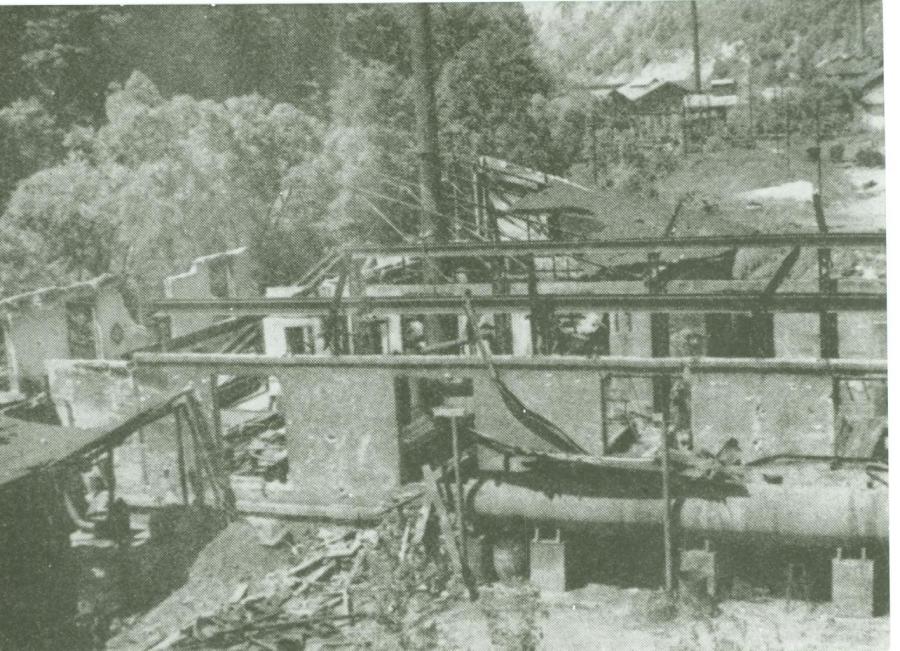 Zničená zinkovňa, ktorú zamestnanci postavili za štyridsať pracovných zmien.