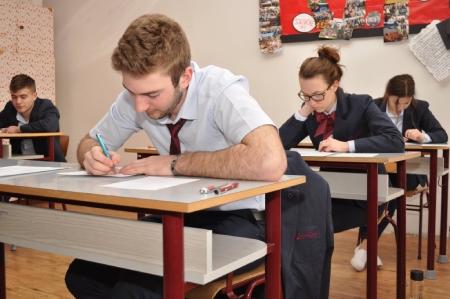 Žiaci súkromných škôl Železiarne Podbrezová majú písomnú časť maturity úspešne za sebou.