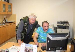 Štatutár DH ŽP Vojtech Kotrán s členom DH ŽP Ivanom Kašom v novej kancelárii. Foto: I. Kardhordová