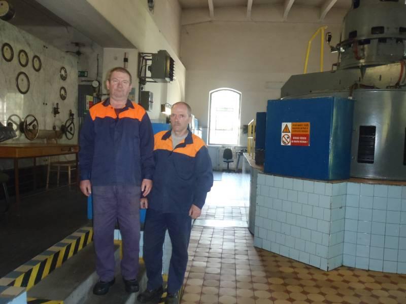 Zľava manipulant Kamil Rádl, strojník Peter Sojak. Foto: M. Medveď