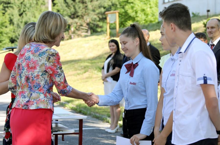 PaedDr. K. Zingorová blahoželá študentom SG ŽP.
