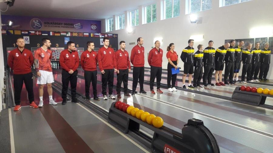 Nástup kolkárok ŠK Železiarne Podbrezová na domáci zápas Ligy majstrov proti hráčkam maďarského tímu Rákoshegyi VSE