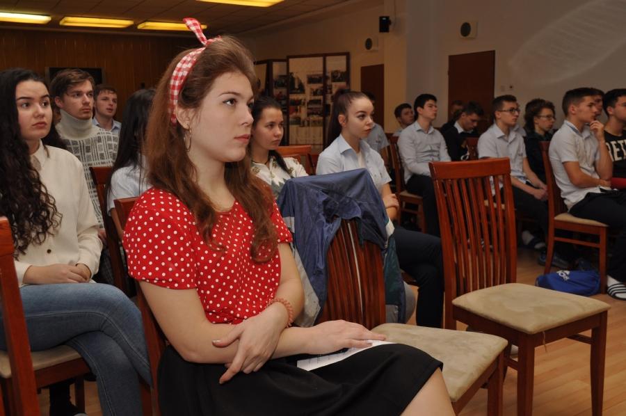 """Študenti počas workshopu na tému """"Ľudské práva vtedy a dnes."""""""