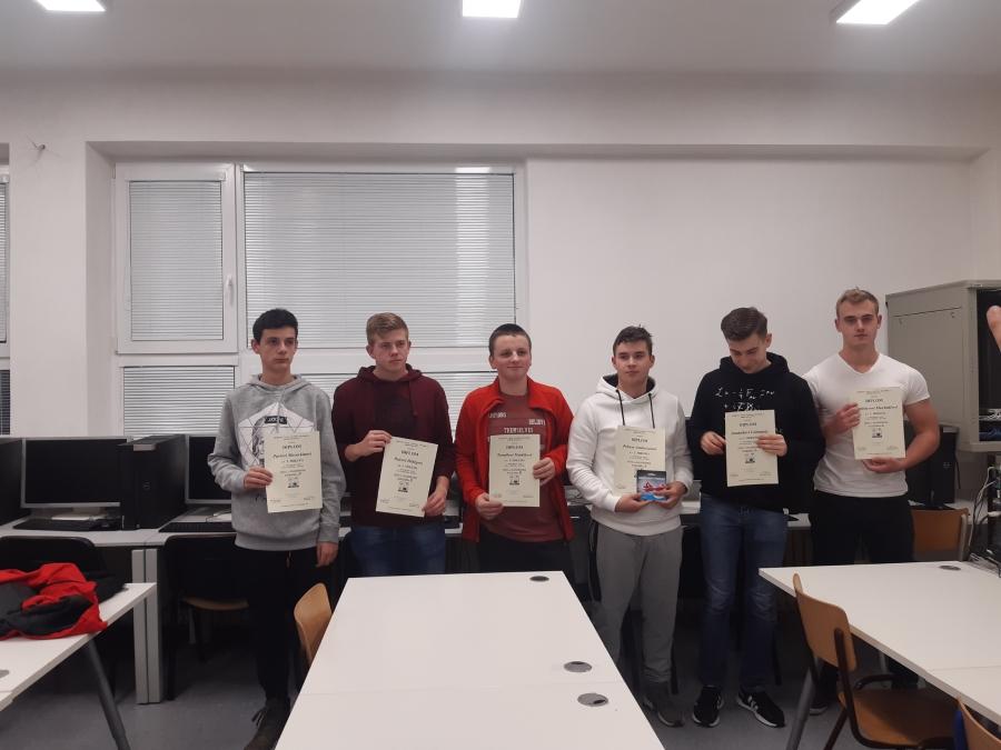 Ocenení súťažiaci v krajskom kole súťaže Zenit v elektronike.