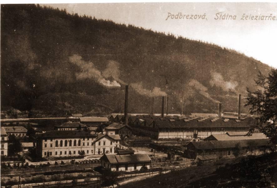 Železiarne Podbrezová v roku 2020 oslavujú 180. výročie svojho vzniku. Na archívnom zábere sú železiarne okolo roku 1920, čiže zhruba pred sto rokmi. Foto: archív redakcie