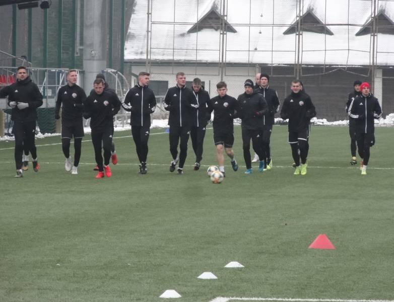 Naši hráči počas úvodného tréningu prípravy na jarnú časť druhej futbalovej ligy