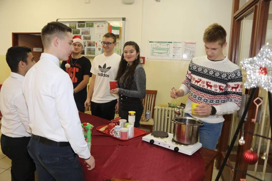 Vianočný punč mal charitatívny, ale aj ekologický charakter.