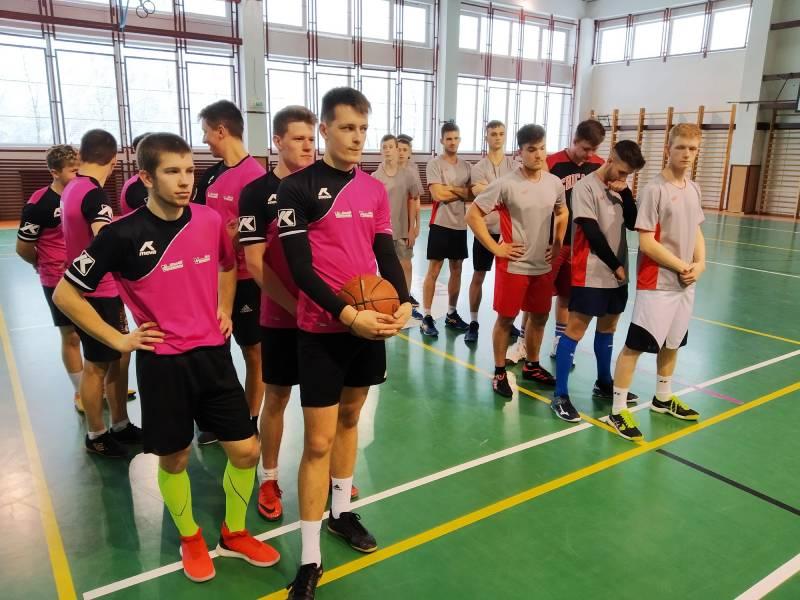 aši basketbalisti podľahli vo finále gymnazistom z Revúcej. Foto: FB