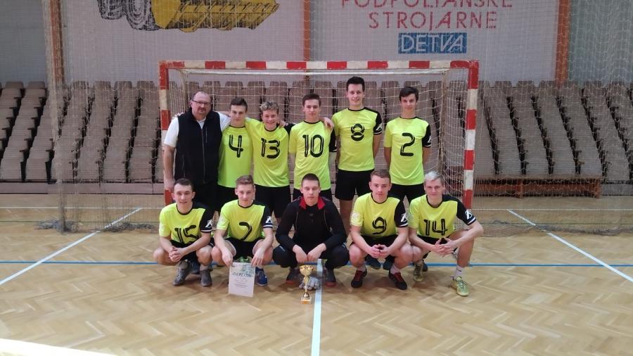 Stojaci zľava: Snopko-tréner, Kőrőš, Brozman, Ufrla, Caban, Janeček. Čupiaci zľava: Urgela, Ždánsky, Martinec, Krnáč, Palider.