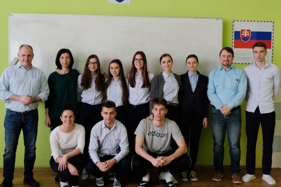 Počas pobytov v rámci projektu Erasmus+ spoznávajú hostia nielen nové krajiny, kultúry či zaujímavých ľudí, ale zlepšujú si aj svoje jazykové znalosti. Súkromnú spojenú školu Železiarne Podbrezová tentokrát navštívili naši nemeckí partneri.