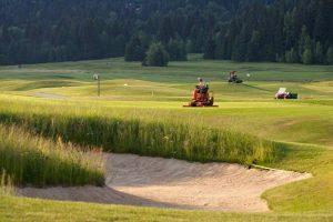 Na golfovom ihrisku prebiehajú nevyhnutné prípravné jarné práce. Ilustračné foto Tále