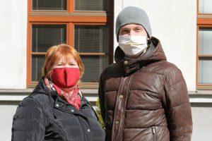 Prvým opatrením, ktorým sa chránime pred koronavírusom, je nosenie rúška. V našej fabrike je samozrejmosťou. Foto: I. Kardhordová