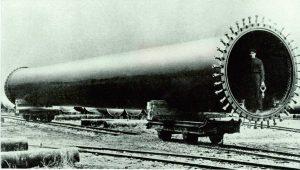 Výroba veľkorozmerných rúr zváraných vodným plynom. Foto: archív redakcie
