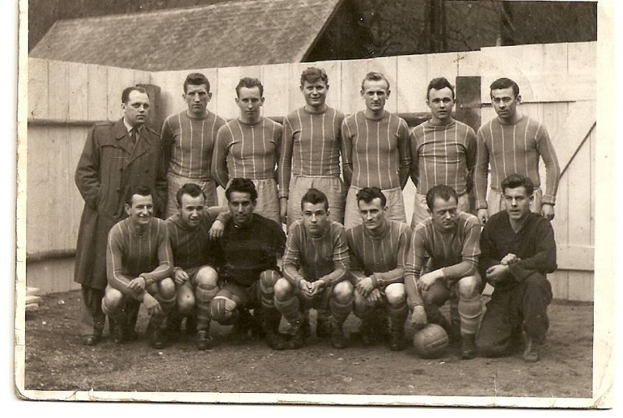 Futbalové mužstvo Podbrezovej v päťdesiatych rokoch minulého storočia. Foto: archív redakcie